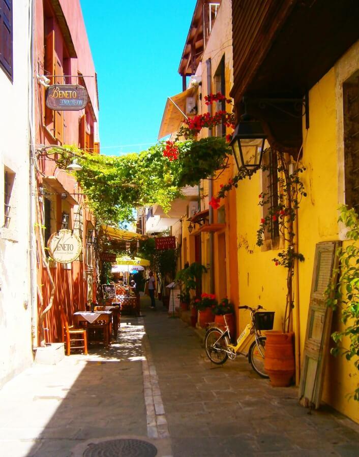 Уютная улочка. Крит