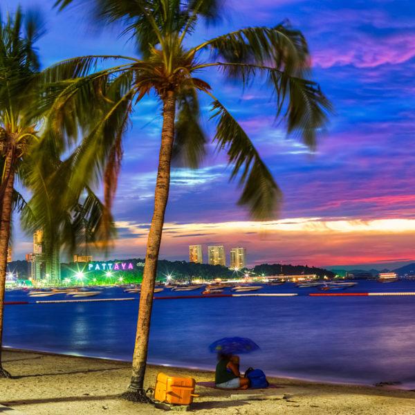 Паттайя вечером. Таиланд
