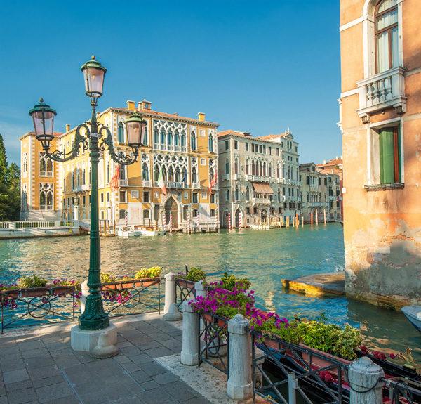 B-0-191-Венеция-Италия-улица-старого-города-фонарь-фотообои-в-Николаеве